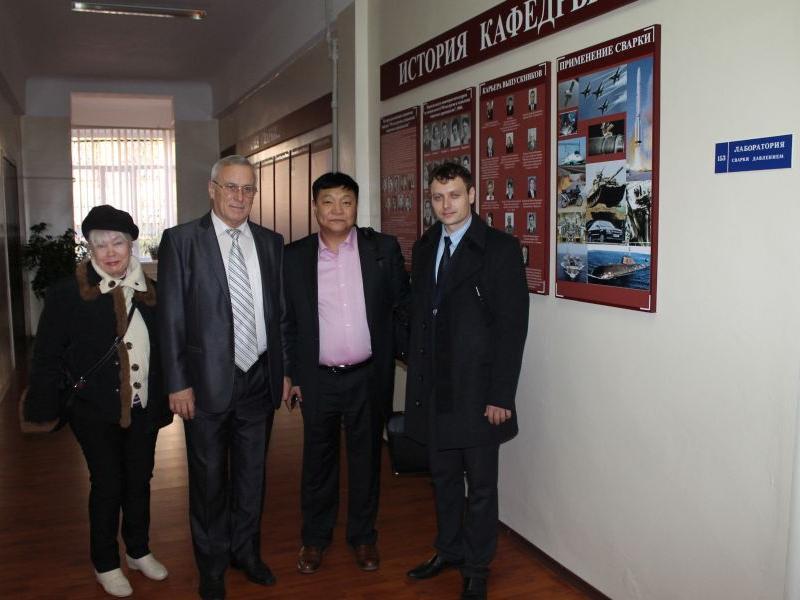 25.10.13 г. кафедру посетил выпускник кафедры 1987 г. Ч. Бямбаа