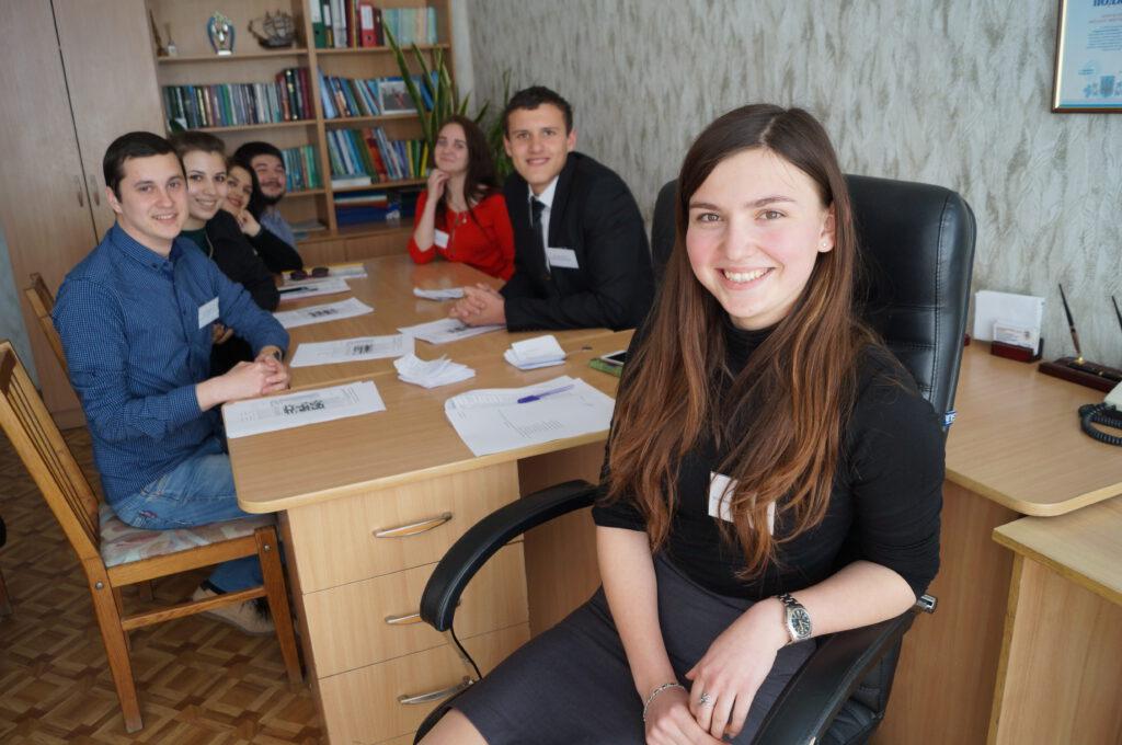 на фото студенти факультету інформаційних технологій